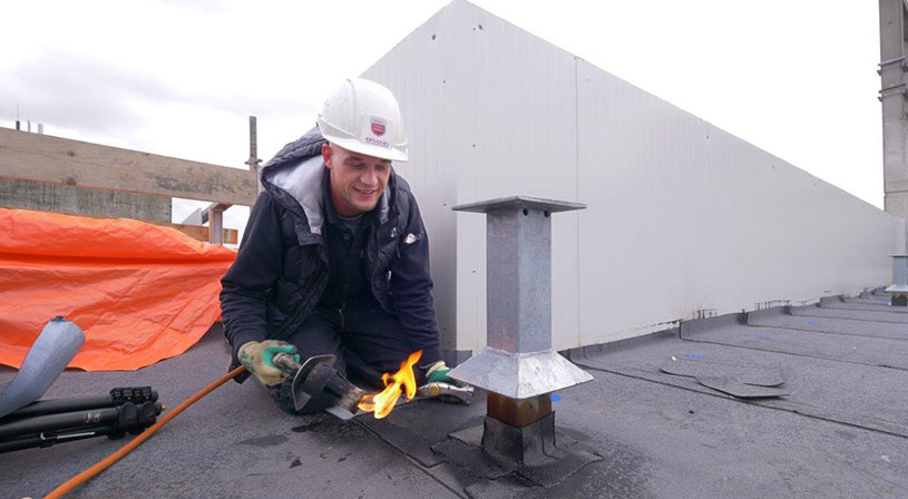 FM-approved materiaal voor dak bitterballenfabrikant Mora | Royal Roofing Materials