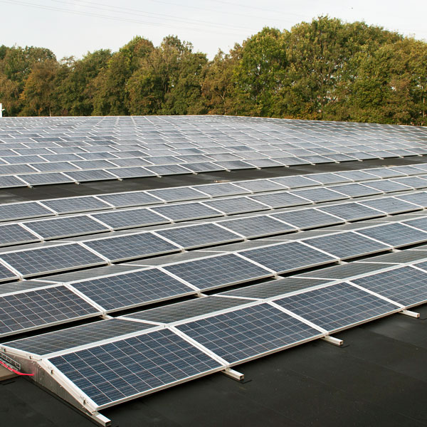 Drukvastheid van isolatie voor zonne-energiesystemen | Royal Roofing Materials