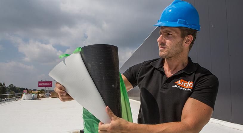 Bouwfysische of windbelasting berekening nodig? Kosteloos en vrijblijvend voor onze klanten | Royal Roofing Materials