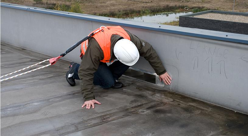 KOMO-safety keurmerk | Voorkom valgevaar met valbeveiliging | Royal Roofing Materials