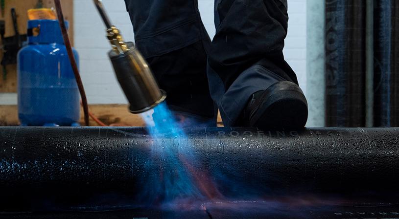 Volg een bitumen cursus en wordt dakdekker | Diverse dakdekkersopleidingen en cursussen | Royal Roofing Materials