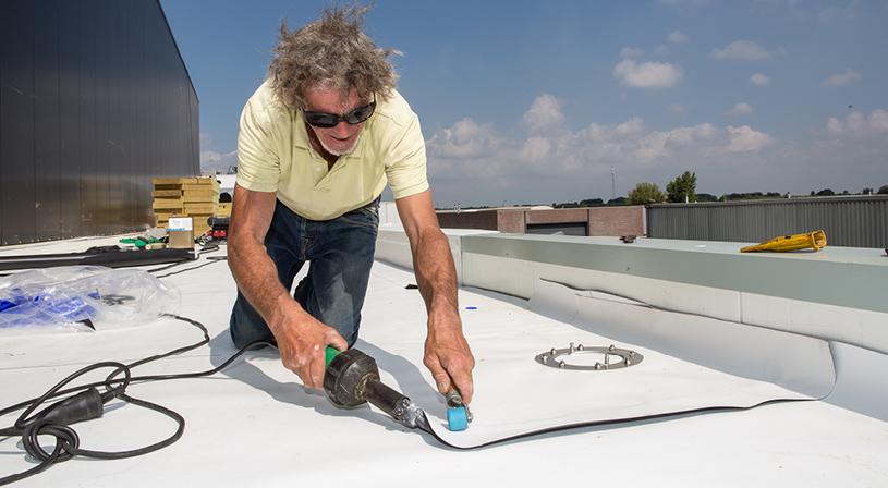 Het verschil tussen TPO en PVC kunststof dakbedekking