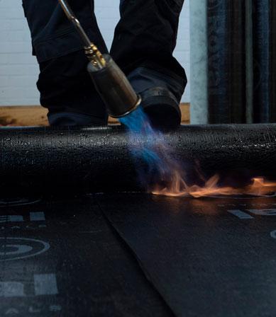 Hoe brand je bitumen dakbedekking op de juiste wijze?