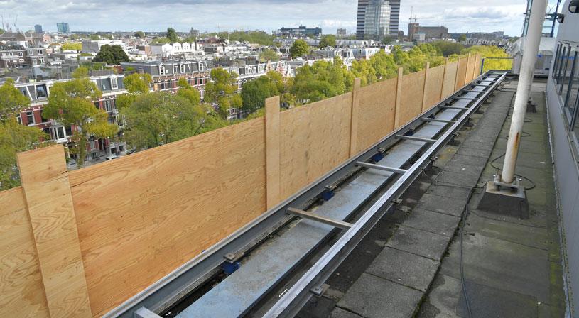 Het uitdagende werk van een dakdekker