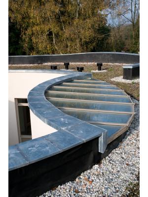 Maatwerk zink nodig? Ruim 500 producten op voorraad en zinkstraten op een aantal vestigingen | Royal Roofing Materials