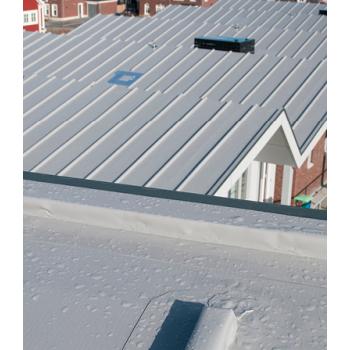 Witte & lichte dakbedekking | Cool Roofs & Reflecterende dakbanen | Royal Roofing Materials