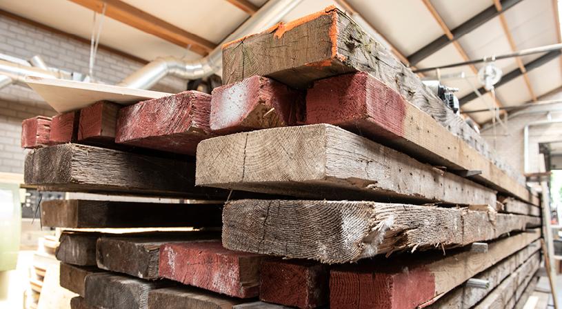 Reclaimed hout heeft toekomst in circulair bouwen | Royal Roofing Materials