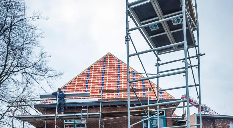 Strenge controle op veiligheid rolsteigers | Royal Roofing Materials
