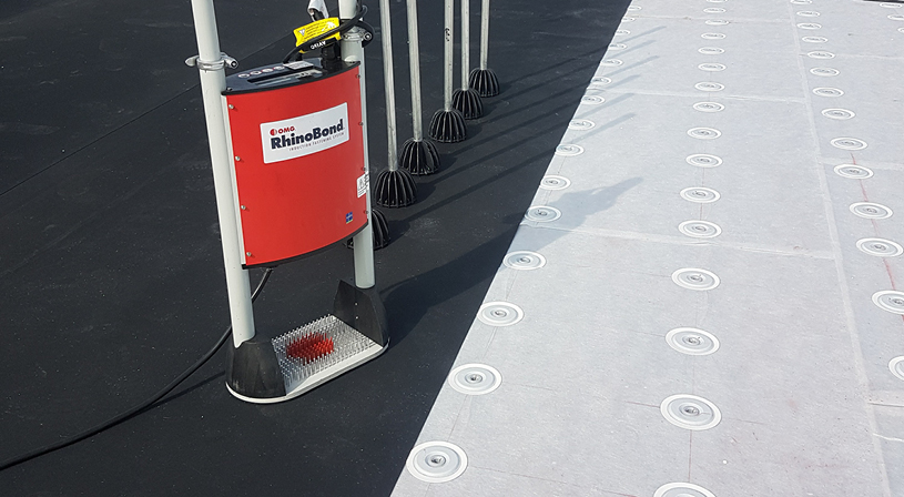 EPDM volledig verkleven op beton, hout, bitumen of PIR? Geen probleem | Royal Roofing Materials