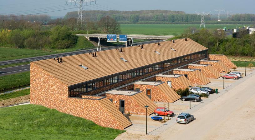 Dakteras of daktuin? Verleng uw leefruimte met een groendak | Royal Roofing Materials