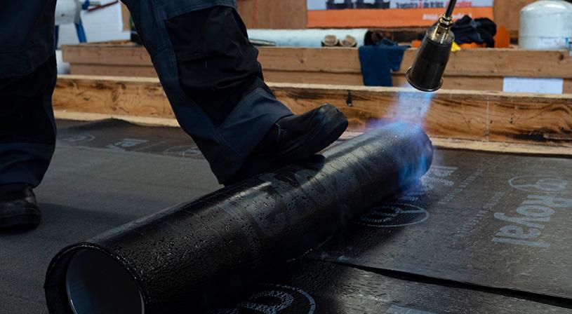 Branden op de bitumen onderlaag niet juist | Royal Roofing Materials