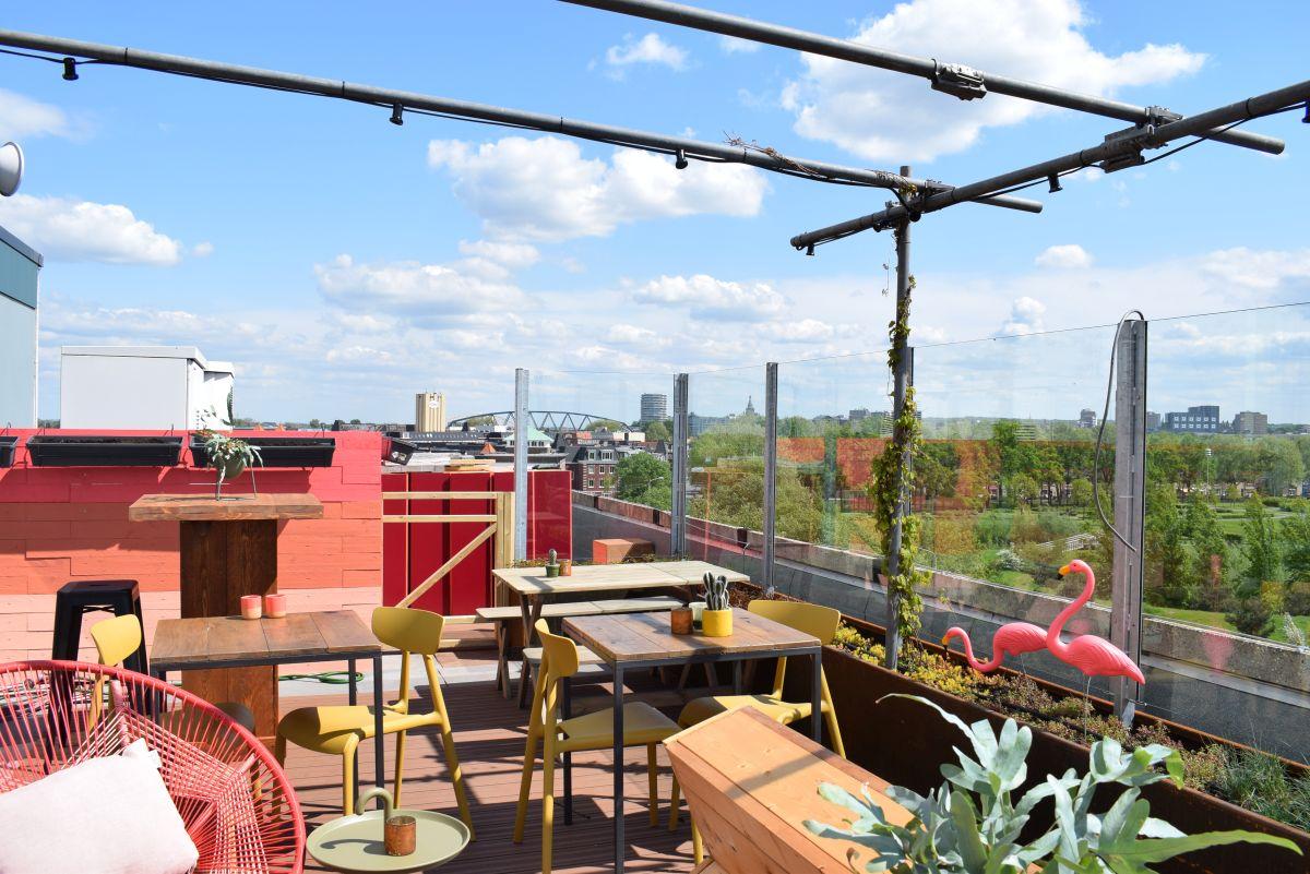 Maak van een plat dak een daktuin of dakterras | Roofgardens & rooftopbars | Royal Roofing Materials
