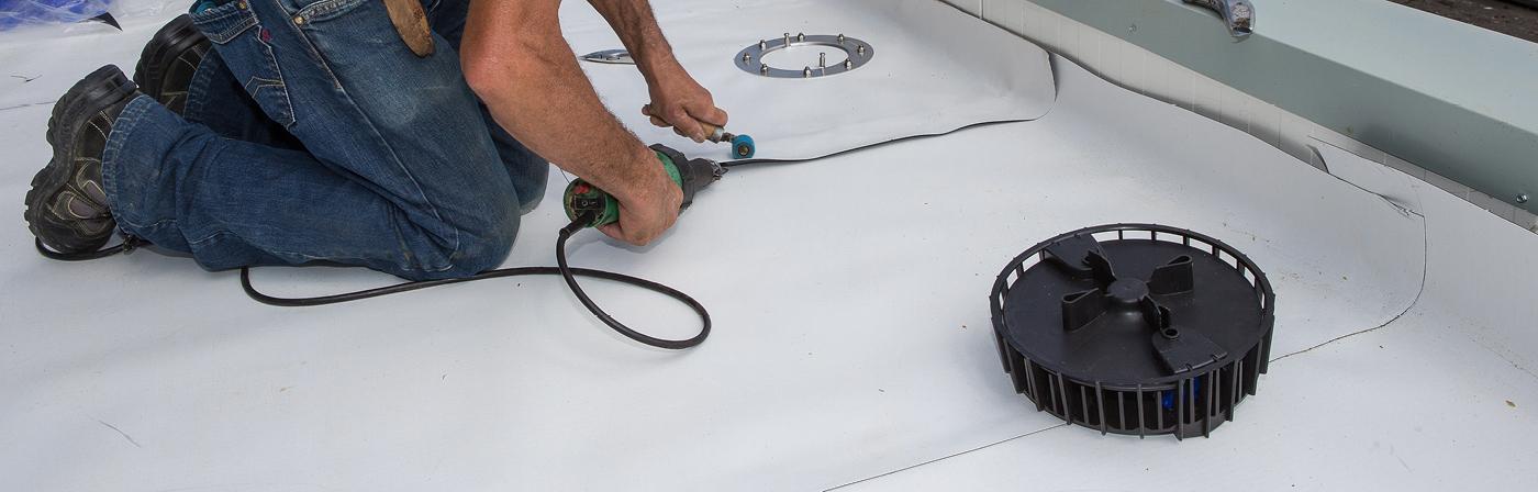Dakdoor- en afvoeren plat & hellend dak | Verschillende dakmaterialen en systemen | Royal Roofing Materials
