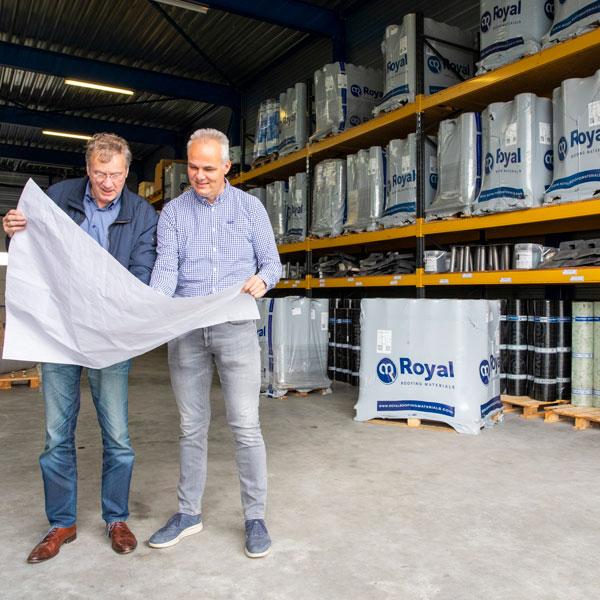 Pieter helpt en adviseert klanten graag | Royal Roofing Materials